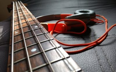 Can you plug headphones into a bass guitar? – Here's how to do it