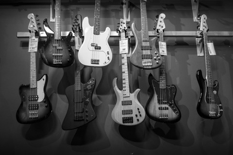Should I get an Active or Passive Bass? – As a beginner, for recording, for live?